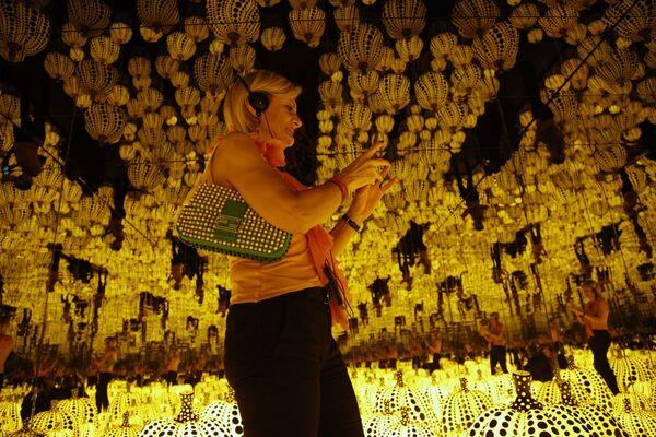 Praca  All the eternal love i have for the pumpkins japońskiej malarki awangardowej  Yayoi Kusama na wystawie w Rzymie - Sputnik Polska