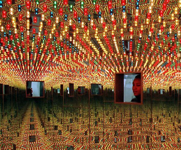 Wystawa instalacji Infinite Obsession  japońskiej malarki Yayoi Kusama - Sputnik Polska