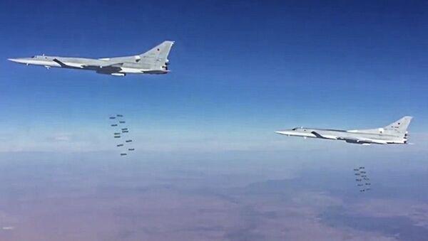 Tu-22M3, które wystartowały z terytorium Rosji, przeprowadziło we wtorek naloty na obiekty organizacji terrorystycznej Państwo Islamskie w prowincji Dajr az-Zaur - Sputnik Polska