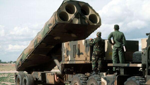 Amerykańska mobilna lądowa wyrzutnia do transportu, podnoszenia i odpalania pocisków rakietowych - Sputnik Polska