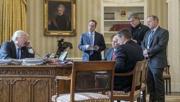 Rozmowa telefoniczna między prezydentem USA Donaldem Trumpem a rosyjskim prezydentem Władimirem Putinem - Sputnik Polska