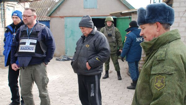 OBWE i milicja ludowa DRL we wsi Kominternowo w obwodzie donieckim - Sputnik Polska