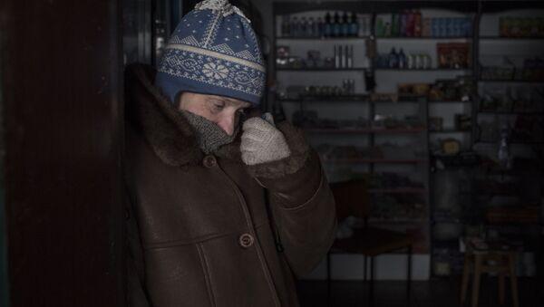 Mieszkaniec Doniecka w sklepie w rejonie kijowskim - Sputnik Polska