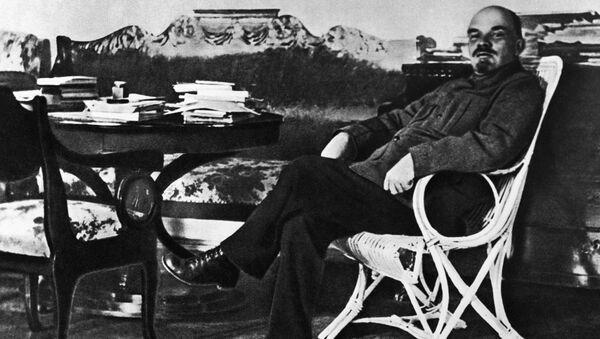 Włodzimierz Lenin w swoim gabinecie w podmoskiewskich Gorkach - Sputnik Polska