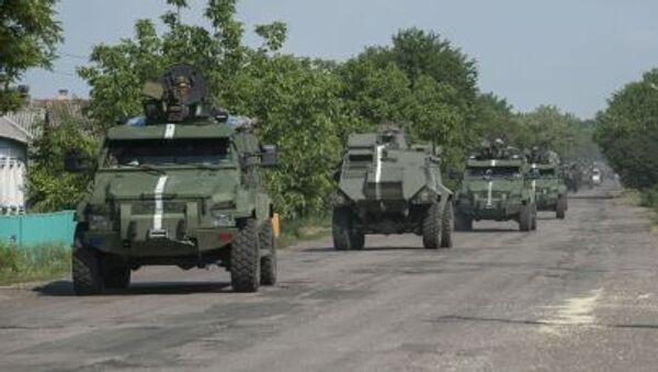 Konwój pojazdów opancerzonych ukraińskiej armii w obwodzie donieckim - Sputnik Polska