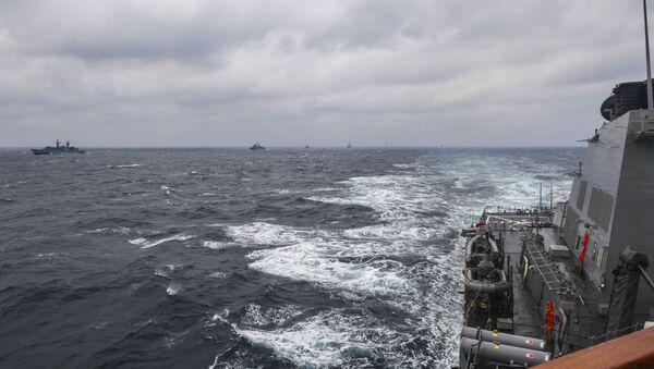"""Amerykański niszczyciel USS Porter podczas ćwiczeń NATO """"Morska Tarcza 2017"""" na Morzu Czarnym - Sputnik Polska"""