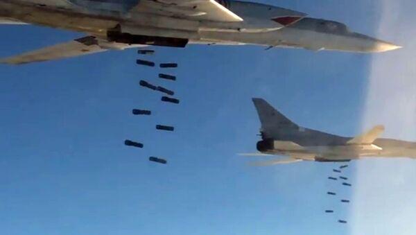 Syryjska armia przy wsparciu rosyjskich sił powietrznych kontynuuje ofensywę na Palmirę - Sputnik Polska