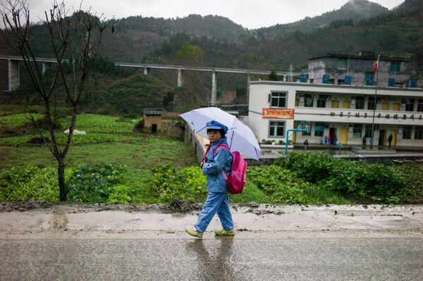 Uczniowie szkoły podstawowej Wenshui w Chinach - Sputnik Polska