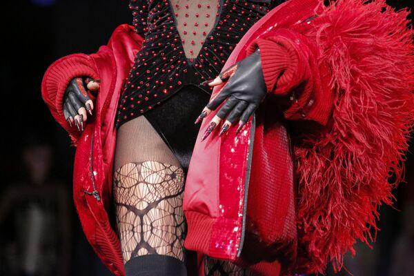 Model prezentuje kolekcję Blonds podczas Tygodnia Mody w Nowym Jorku - Sputnik Polska