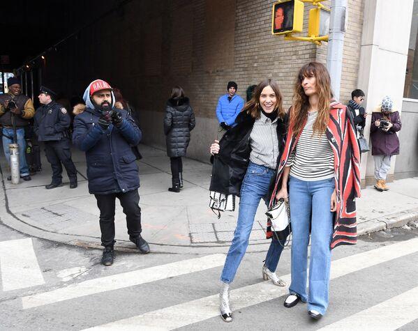 Modelka Alexa Chung podczas Tygodnia Mody w Nowym Jorku - Sputnik Polska