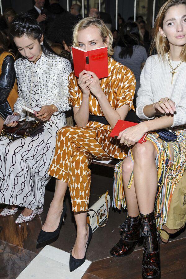 Aktorka Diane Kruger ogląda pokaz Tory Burch w ramach Tygodnia Mody w Nowym Jorku - Sputnik Polska