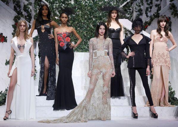 Model prezentuje kolekcję La Perla podczas Tygodnia Mody w Nowym Jorku - Sputnik Polska