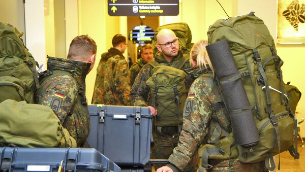 Niemieccy żołnierze na lotnisku w Wilnie - Sputnik Polska