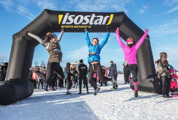 Uczestnicy przed startem maratonu odbywającego się w ramach Międzynarodowego Zimowego Festiwalu Hiperborea w Karelii. - Sputnik Polska