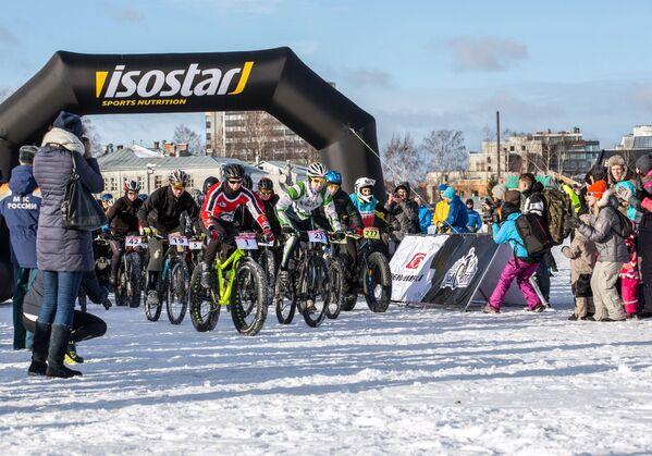Start maratonu rowerowego odbywającego się w ramach Międzynarodowego Zimowego Festiwalu Hiperborea w Karelii. - Sputnik Polska