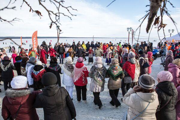 Uczestnicy Międzynarodowego Zimowego Festiwalu Hiperborea w Karelii. - Sputnik Polska