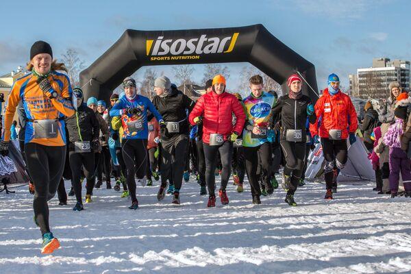Start maratonu odbywającego się w ramach Międzynarodowego Zimowego Festiwalu Hiperborea w Karelii. - Sputnik Polska