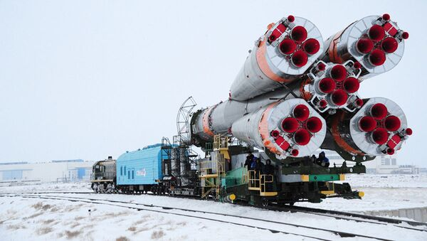 """Ustawienie rakiety nośnej """"Sojuz-U"""" na wyrzutni - Sputnik Polska"""