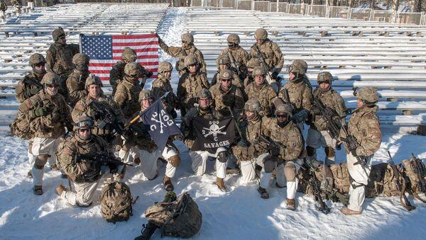 Amerykańscy żołnierze na pokazie sprzętu wojskowego NATO na Łotwie - Sputnik Polska