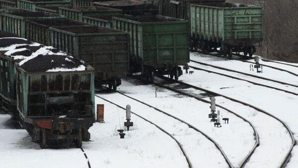 Wagony z węglem na dworcu kolejowym w Doniecku - Sputnik Polska