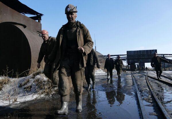 Górnik w kopalni imienia S.M. Kirowa państwowego zakładu Makiejewugol w obwodzie donieckim. - Sputnik Polska