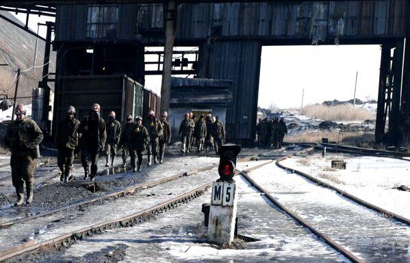 Pracownicy kopalni imienia S.M. Kirowa państwowego zakładu Makiejewugol w obwodzie donieckim. - Sputnik Polska