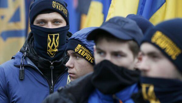 Aktywiści organizacji nacjonalistycznych podczas marszu w Kijowie z okazji rocznicy EuroMajdanu - Sputnik Polska