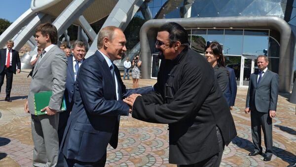 Prezydent Rosji Władimir Putin i amerykański aktor steven Seagal we Władywostoku - Sputnik Polska