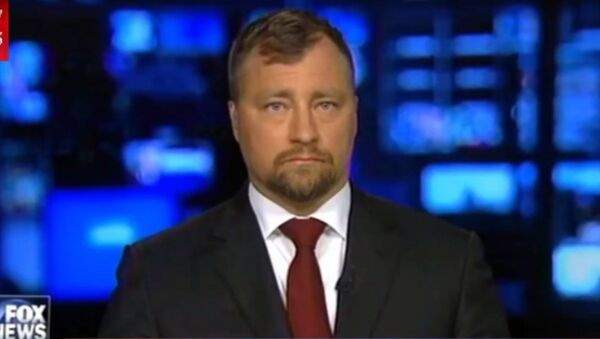 Osoba przedstawiona jako doradca szwedzkiego rządu ds. obrony i bezpieczeństwa narodowego Nils Bildt na kanale Fox News - Sputnik Polska