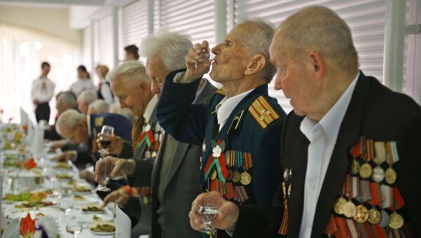 Białoruscy weterani świętują Dzień Zwycięstwa - Sputnik Polska