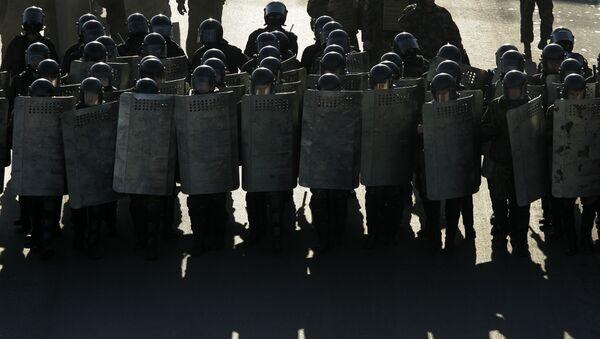 Białoruska policja podczas protestów - Sputnik Polska