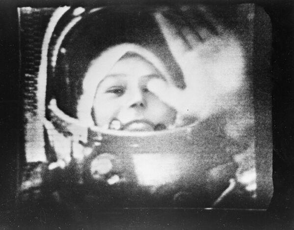 Walentina Tierieszkowa w kabinie statku Wostok-6. - Sputnik Polska