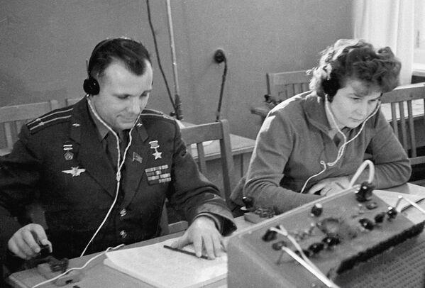 Tierieszkowa należała do sekcji spadochronowej aeroklubu w Jarosławiu.Łącznie wykonała 163 skoki ze spadochronem. - Sputnik Polska