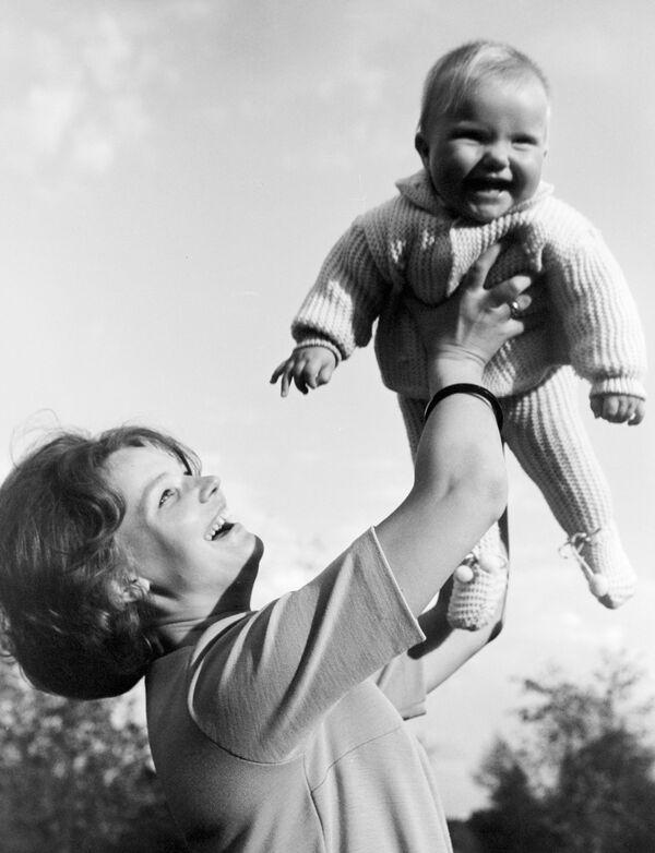 Walentina Tierieszkowa dwukrotnie wychodziła za mąż. W 1963 roku poślubiła kosmonautę Andrijana Nikołajewa. Miała z nim córkę Jelenę. Jej drugim mężem był generał major służby medycznej, dyrektor Centralnego Instytutu Traumatologii i Ortopedii Julij Szaposznikow. - Sputnik Polska