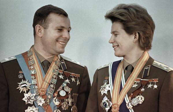 Lot trwał 2 doby 22 godziny 50 minut i 8 sekund. W tym czasie Wostok-6 okrążył Ziemię 48 razy. - Sputnik Polska
