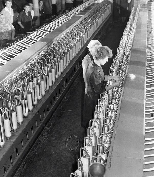 Zanim została kosmonautką, Tierieszkowa pracowała jako włókniarka w fabryce Krasnyj Pieriekop w Jarosławiu. - Sputnik Polska