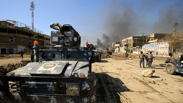 Wojskowe pojazdy opancerzone irackiej policji federalnej podczas walki z terrorystami PI w Mosulu - Sputnik Polska