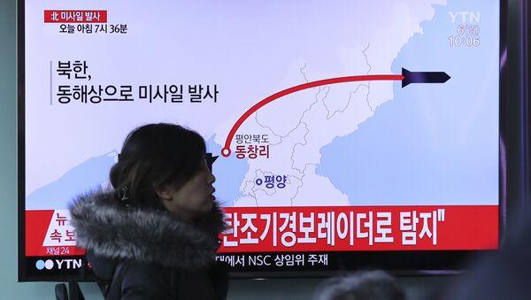 Wiadomości południowokoreańskiej telewizji o wystrzale rakiety w Korei Północnej - Sputnik Polska