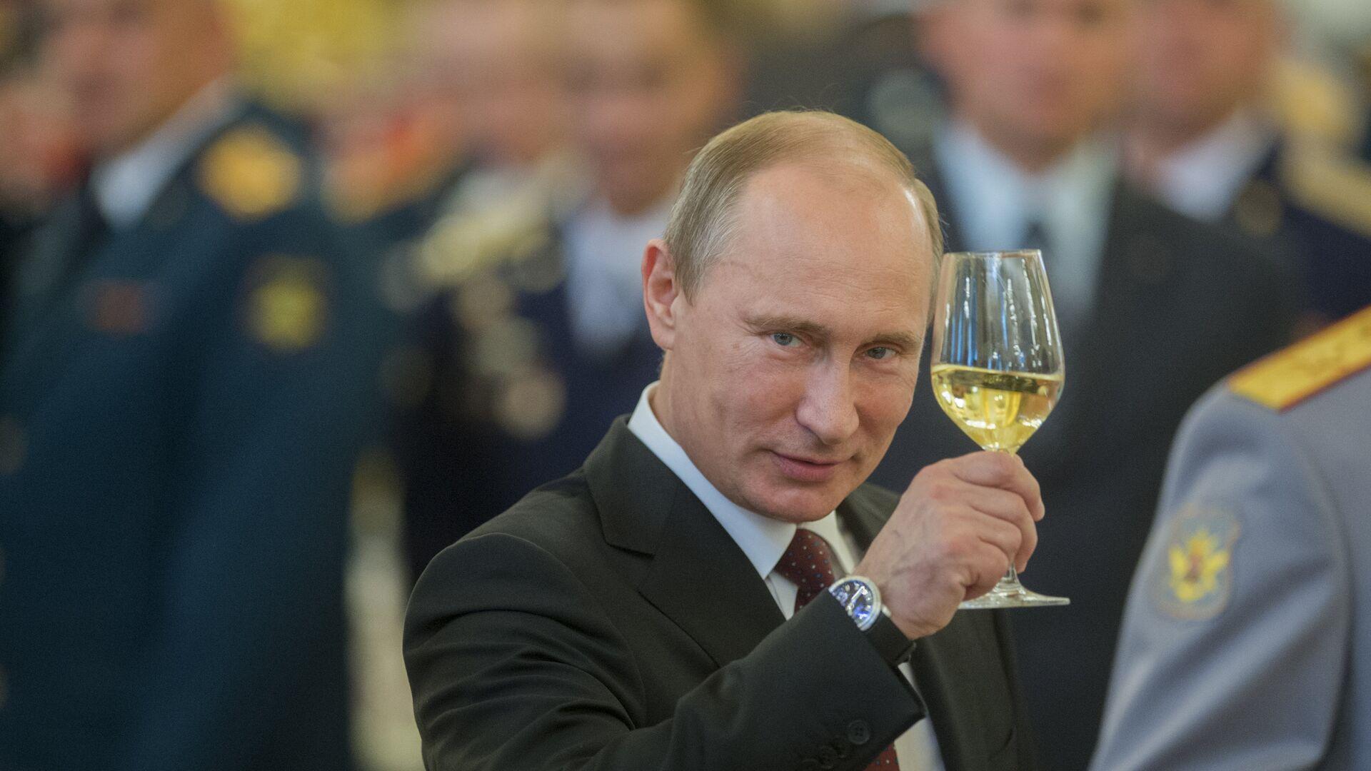Putin z szampanem - Sputnik Polska, 1920, 09.10.2021