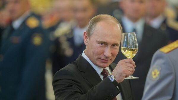 Putin z szampanem - Sputnik Polska