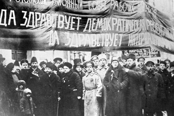 Członkowie Rady Rogoskiej deputowanych pracowników na demonstracji w Moskwie. 1917 rok. - Sputnik Polska