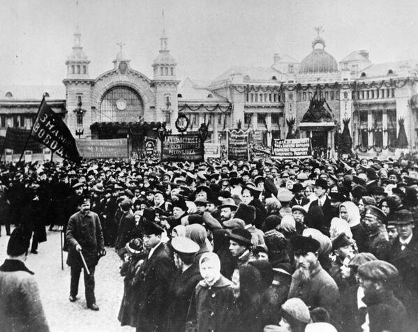 Głównym źródłem zamieszek byli powracający z zachodniego frontu żołnierze. Na Dworcu Breskim (dziś Białoruskim) w Moskwie było mnóstwo rannych i agitatorów. - Sputnik Polska