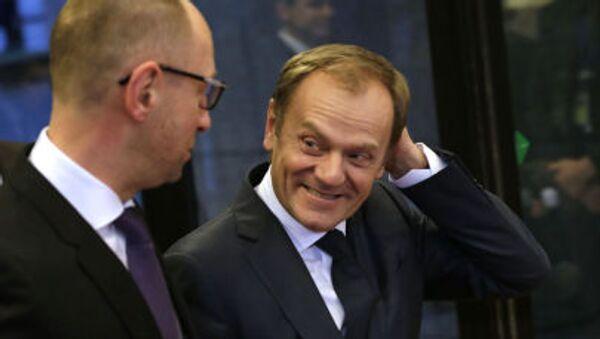Donald Tusk z Arsenijem Jaceniukiem - Sputnik Polska
