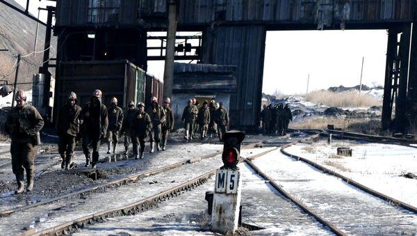 Górnicy w donieckiej kopalni węgla - Sputnik Polska