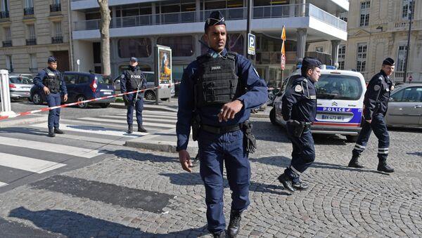 Paryska policja poc budynkiem MFW - Sputnik Polska