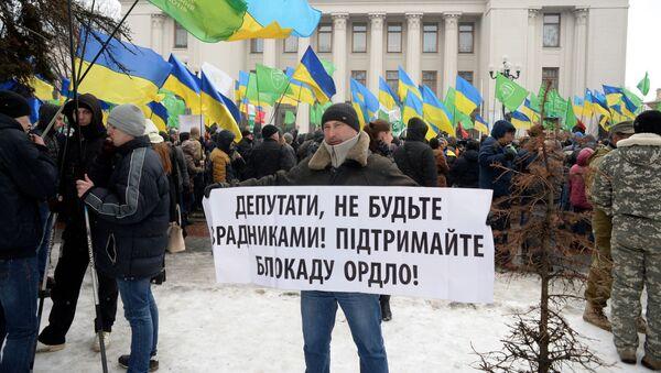 Wiec zwolenników blokady handlowej Donbasu w Kijowie - Sputnik Polska