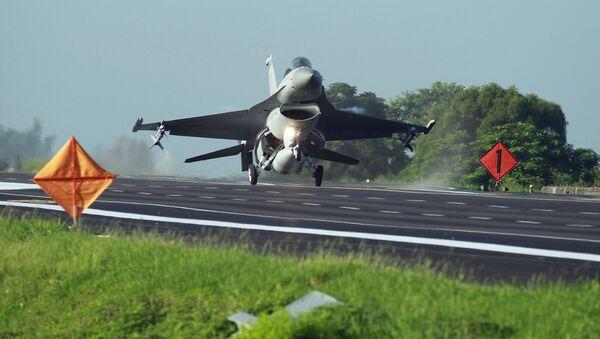Myśliwiec F-16 tajwańskich sił powietrznych - Sputnik Polska