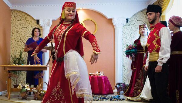 Uczestnicy ceremonii weselnej, Tatarzy na Krymie - Sputnik Polska