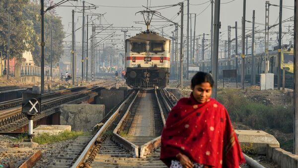 Indian Railways nabyła od rolnika ziemię pod budowę linii kolejowej - Sputnik Polska