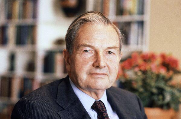 Do 1981 roku Rockefeller stał na czele zarządu banku Chase Manhattan a jednocześnie przewodniczył Radzie ds. Stosunków Międzynarodowych konsultującej Departament Stanu USA. - Sputnik Polska